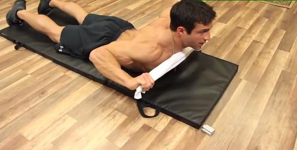 Упражнение за Гръб с Кърпа в Домашни условия - набиране на под
